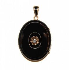 Медальон с черной эмалью и алмазом